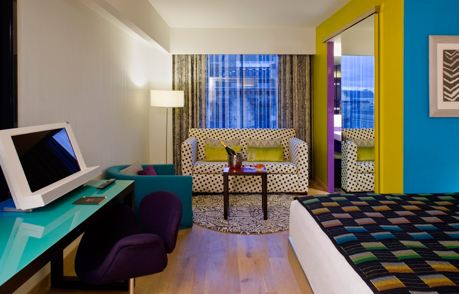 Photo: Deluxe Room. ©Quorvuscollection.com, Carlson Rezidor Hotel Group 2015.