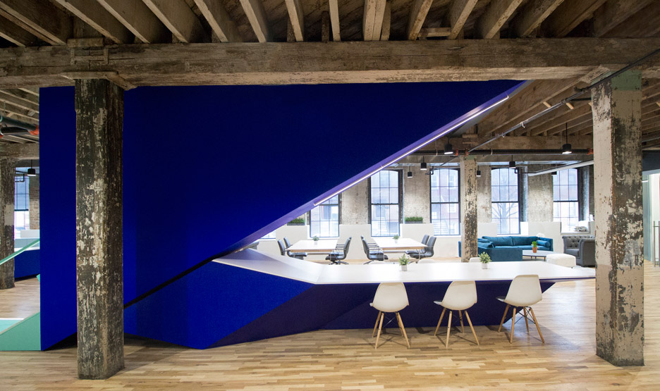 Coworks - on one floor, the backside of the stairs – a space not often utilised – merges with a large communal table.